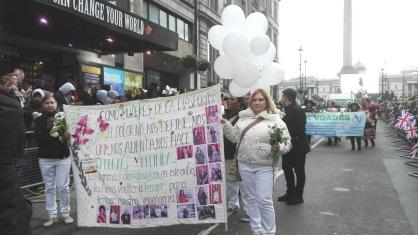 Una vista del recorrido con la pancarta de la Comisión (foto archivo privado)